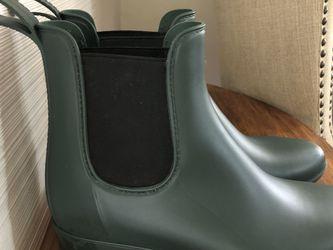 J Crew Hunter Green Chelsea Boots -Size 9 for Sale in Arlington,  VA