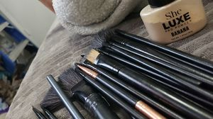 Makeup brush and bag for Sale in Dallas, TX