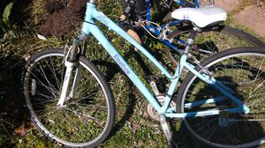 Reebok women's lifestyle move aluminum frame Shimano for Sale in Vienna, VA