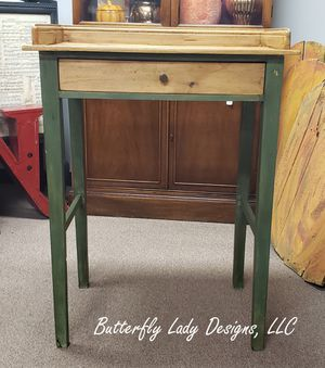 Small Green Desk for Sale in Snohomish, WA