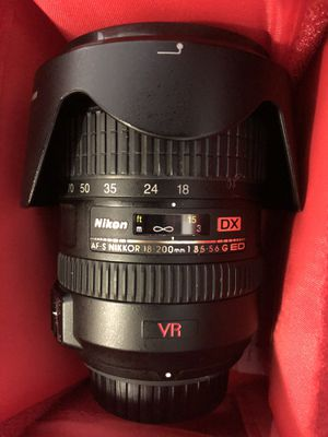 Nikon 18-200mm Lens 3.5-5.6 G ED VR for Sale in Miami Beach, FL