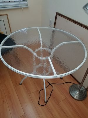 VINTAGE PATIO TABLE for Sale in Pompano Beach, FL