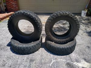 Used MasterCraft Courser MXT tires Lt 255 /75 R17 for Sale in Miami, FL