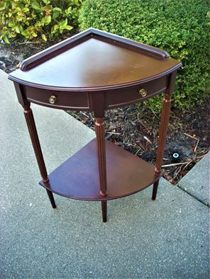 Small Corner table for Sale in Naples, FL