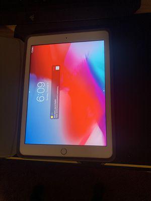 iPad 5th gen 128 gb for Sale in Phoenix, AZ