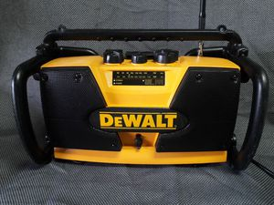 Radio DeWalt with auxiliary in perfect condition work like new for Sale in Lehigh Acres, FL