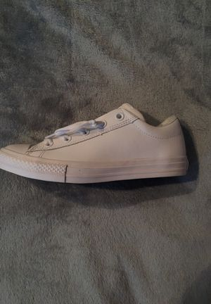 Junior Kids' Converse Leather Slip on Chuck Taylor Leather White (Sz 4) for Sale in Fort Washington, MD