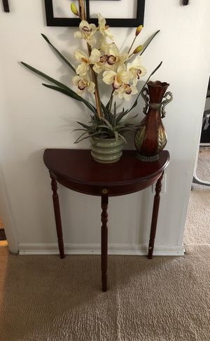 Table with flower for Sale in Hyattsville, MD