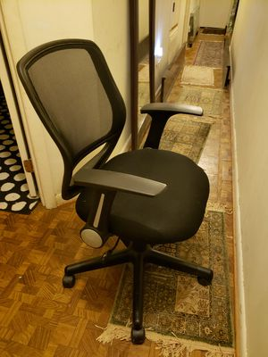 Black Adjustable Office Chair with Adjustable Arms for Sale in Washington, DC