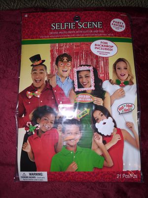 Selfie Scene 21pc. Christmas Photo Props for Sale in Florissant, MO