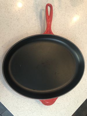 "Le Creuset 15.75"" Cast Iron Oval Skillet Red for Sale in Walnut, CA"