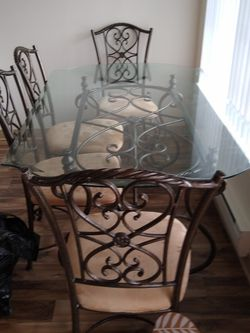 Glass Dining Table for Sale in Beaverton,  OR