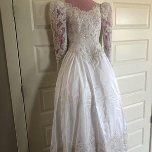 Wedding Dress - Free for Sale in Scottsdale, AZ