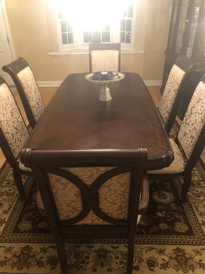 Raymour & Flanigan 6 seater dining set for Sale in Livingston, NJ