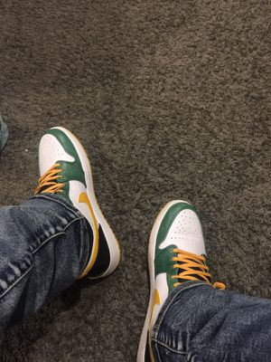 Air Jordan 1 green/yellow/black/white for Sale in Chicago, IL