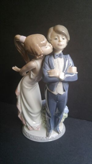 Lladro figurine #5555 Girl Kissing Boy for Sale in Chicago, IL