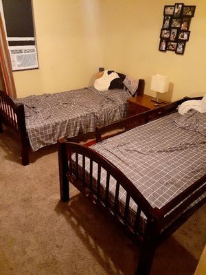 Free bunk bed / martrees r'nt included / litera para colchon size twin /camas for Sale in Fountain Valley, CA