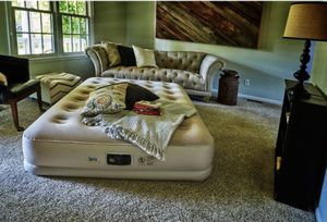 Serta inflatable Queen mattress for Sale in Costa Mesa, CA
