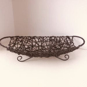 "NEW gray wicker tabletop basket with metal decorative 'feet'. 17.5""x7"" for Sale in Saint Albans, WV"
