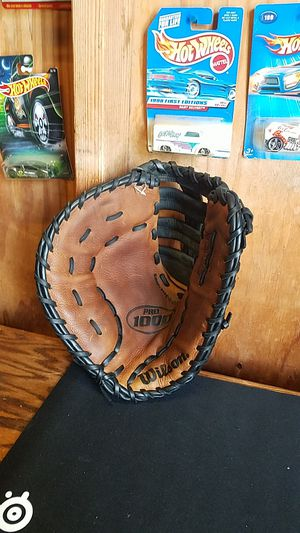 """Wilson Pro 1000 first base glove, 12"""" for Sale in Santa Fe Springs, CA"""