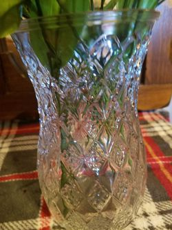 Beautiful etched glass vase with beautiful silk fabric flowers for Sale in Tucson,  AZ