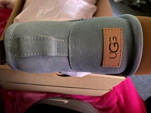 UGG size 8 for Sale in St. Louis, MO