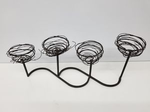 Plant/candle wire deco 4 place black for Sale in Memphis, TN