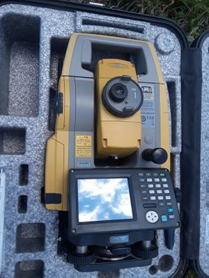 Survey equipment ds203 ac topcon full setup for Sale in Severna Park, MD