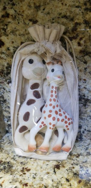 NWOT Sophie La Girafe Set. for Sale in Pinetop, AZ