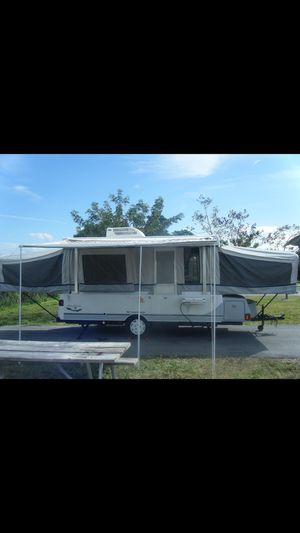 2004 Fleetwood Bayside Pop up Camper for Sale in Miami, FL