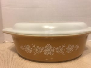 Pyrex golden butterfly casserole dish with lid for Sale in Sterling Heights, MI
