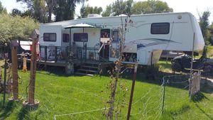 MONTANA 35FT. 3SLIDES NICE 5TH.WHEEL for Sale in Idaho Falls, ID