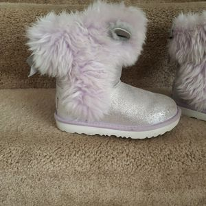 Size 12 Little Girl UGGS LAVENDER for Sale in Joint Base Andrews, MD