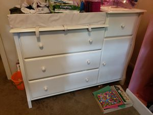 Carter's convertible crib with matching changing table/dresser for Sale in Hilliard, OH