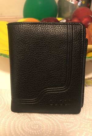 GUCCI bi fold black REAL leather WALLET for Sale in Las Vegas, NV