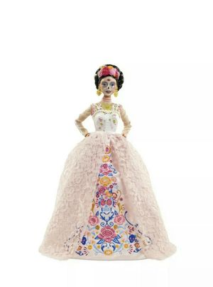 2020 Barbie Dia De Los Muertos Day of The Dead DOTD 2 Pink Doll Mexico for Sale in Oak Lawn, IL
