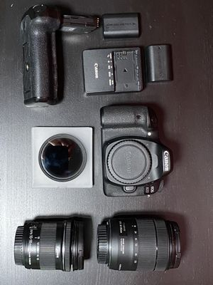 Canon 80D (10-18mm & 18-135mm) 3 batteries, battery grip, variable nd filter for Sale in Miami, FL