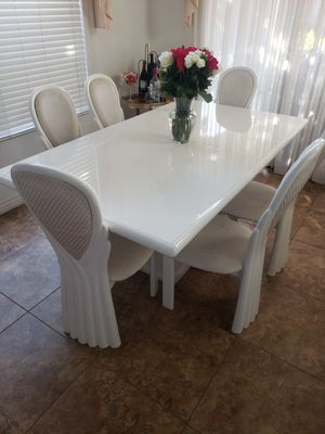 Dinning set with china cabinet for Sale in Rancho Cucamonga, CA