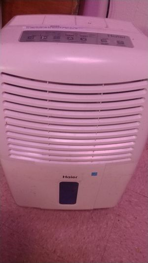 Haier dehumidifier -needs repair for Sale in Dearborn Heights, MI