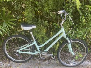 Womens Giant Suede 7 Speed Bike for Sale in Tampa, FL