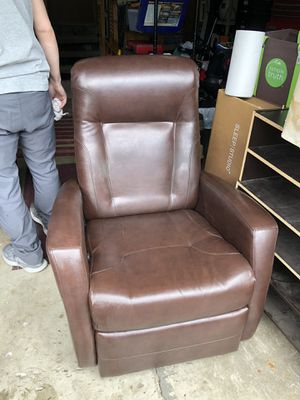 Free Recliner for Sale in Prineville, OR