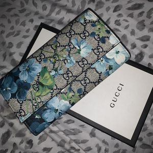 Gucci GG Blue Floral Wallet for Sale in Fort Lauderdale, FL