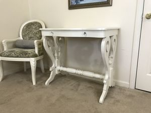 Beautiful accent table for Sale in Purcellville, VA