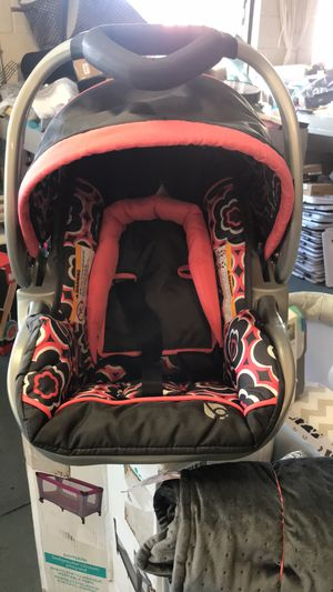 Baby girl car seat for Sale in El Monte, CA