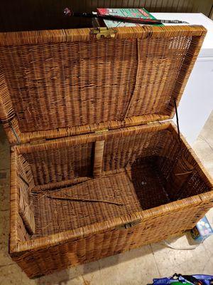 Used Vintage wicker basket for Sale in Cincinnati, OH