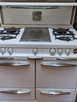 Wedgewood Antique Gas Stove And Double Oven for Sale in Beverly Hills,  CA
