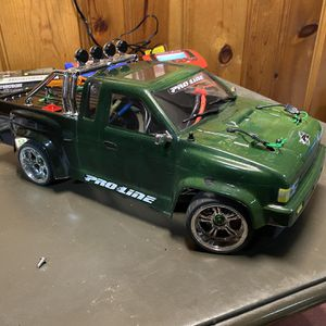 Vaterra V100 4 Wheel Drive RC RTR W Extras for Sale in Union, NJ
