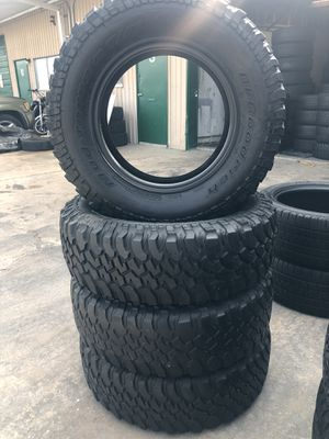 Tire set 35/12.5/20 for Sale in Houston, TX