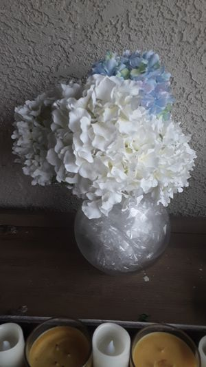 Gardenias flower with vase for Sale in Chino, CA