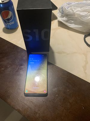 Samsung s10 in great condition and company unlocked for Sale in Denver, CO
